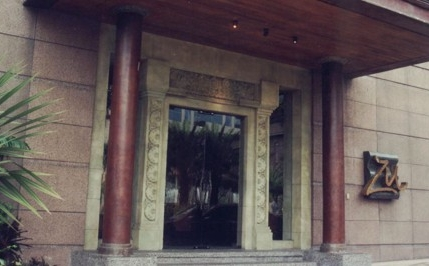 Zu Entrance